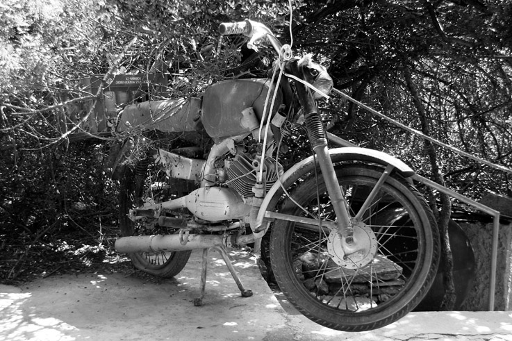 Bitza, Motocyclette abandonnée, moto, motorcycle, zundapp, honda, Kreidler, © photo dominique houcmant