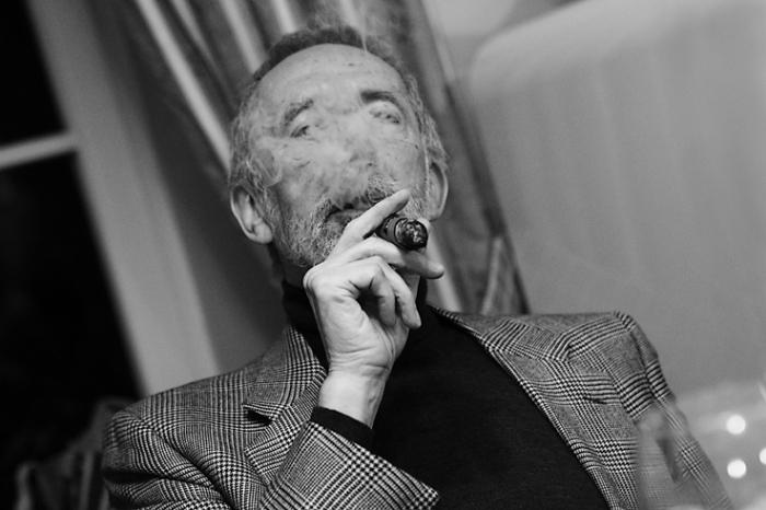 portrait d'homme, fumeur de cigare havane, man, havana cigar smoker, photo dominique houcmant, goldo graphisme