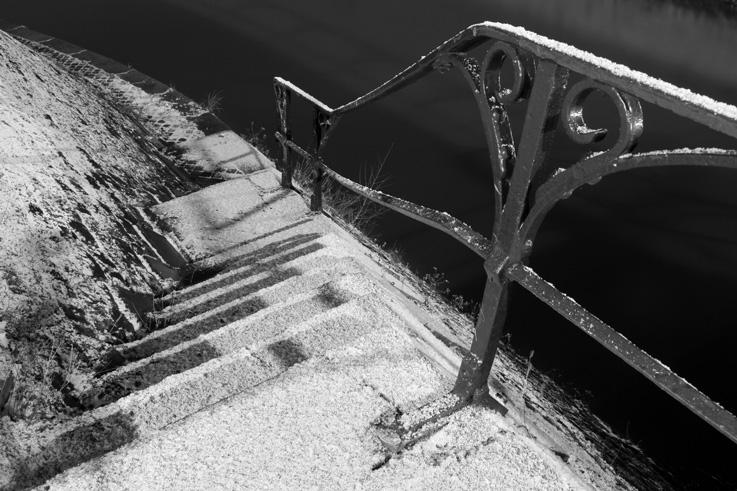escaliers sous la neige, canal de l'ourthe, ile aux corsaires, Chênée, Liège, stairs under the snow, © photo dominique houcmant