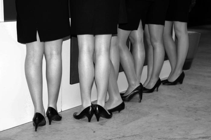 hôtesses d'accueil, jambes de filles, girls legs, hostesses, photo dominique houcmant, goldo graphisme