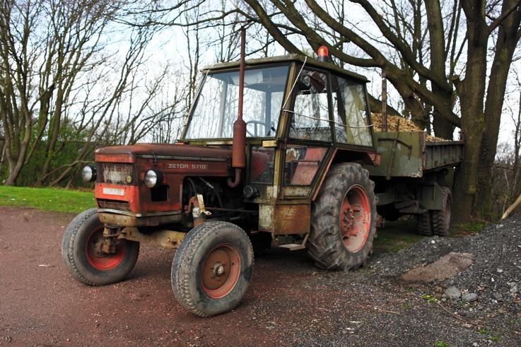 vieux tracteur Zetor 5718, old classic tractor, photo dominique houcmant, goldo graphisme