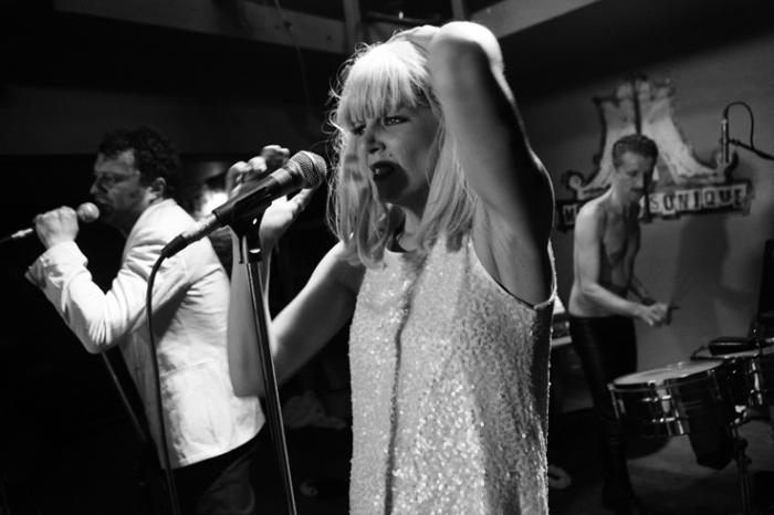 Monique Sonique, electro pop band, concert à l'Escalier Liège, music, © photo dominique houcmant