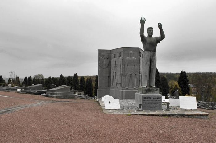 monument à Julien Lahaut communiste, Cimetière des Biens Communaux, Seraing, photo dominique houcmant, goldo graphisme