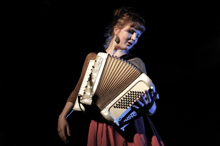 Nele Paelinck chanteuse de School Is Cool, caserne fonck, ardentes club, Liège, music, © photo dominique houcmant
