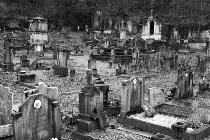 le vieux cimetière de Vaux, Thier de la Chapelle, Vaux-sous-Chèvremont Chaudfontaine, old cemetery, graveyard, photo dominique houcmant, goldo graphisme
