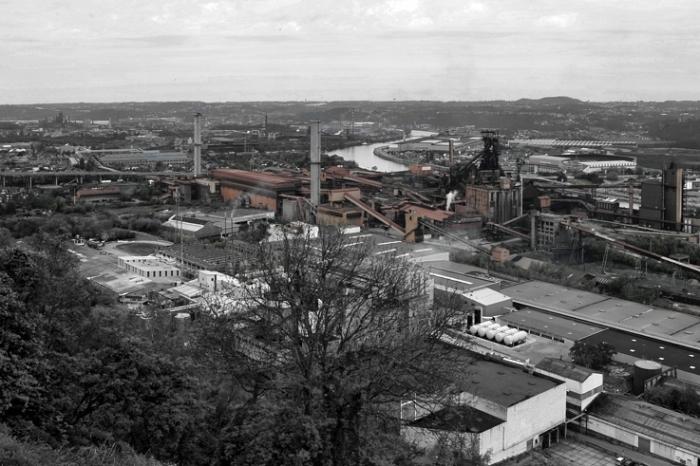 paysage industriel liégeois, haut fourneaux d'Ougrée et Seraing, la Meuse, photo dominique houcmant, goldo graphisme