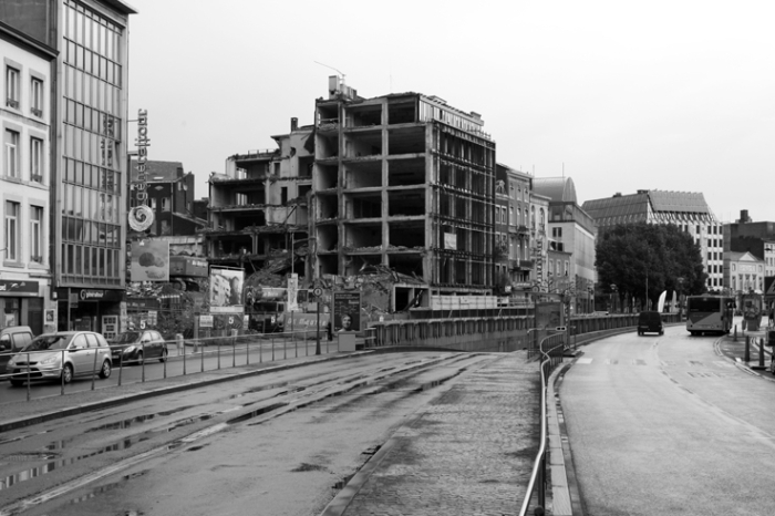 démolition des anciens bâtiments du journal La Meuse, boulevard de la Sauvenière à Liège, photo dominique houcmant, goldo graphisme