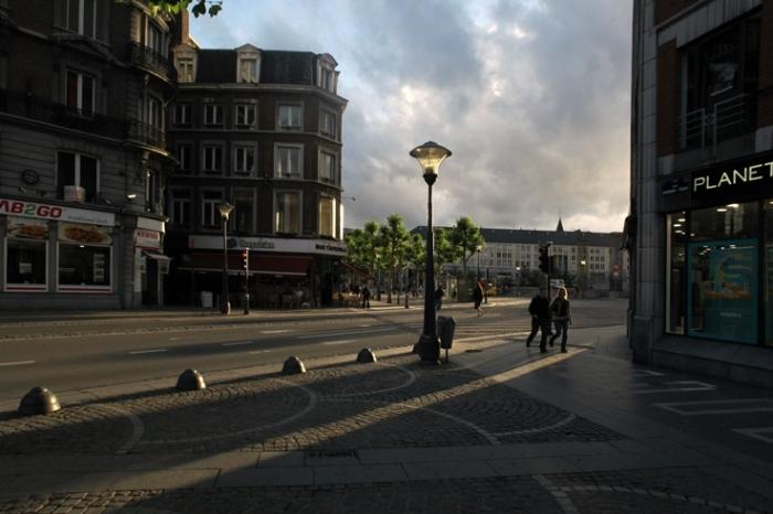 lumières entre la rue léopold et la place Saint-Lambert, Liège Belgique, photo dominique houcmant, goldo graphisme