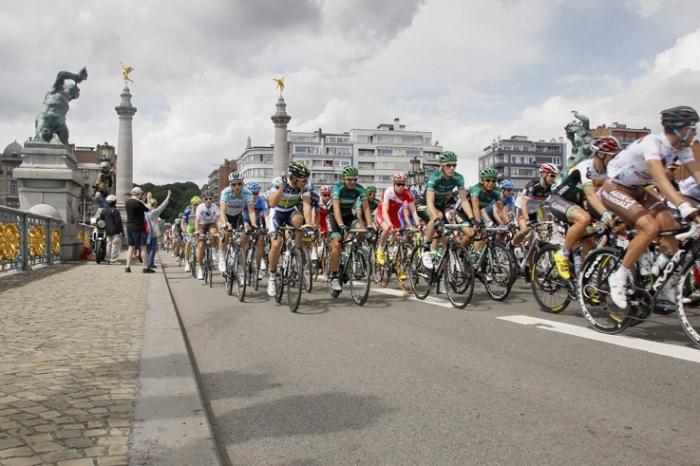 passage des coureurs sur la pont de fragnée, Tour de France 2012 à Liège, cyclisme, coureurs, peloton, © photo dominique houcmant