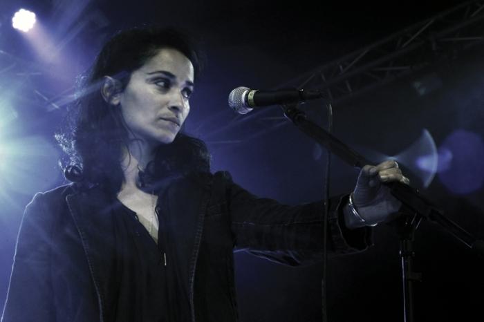 Rachida Brakni, chanson française, portrait, concert, francofolies de Spa, Belgique, photo dominique houcmant, goldo graphisme