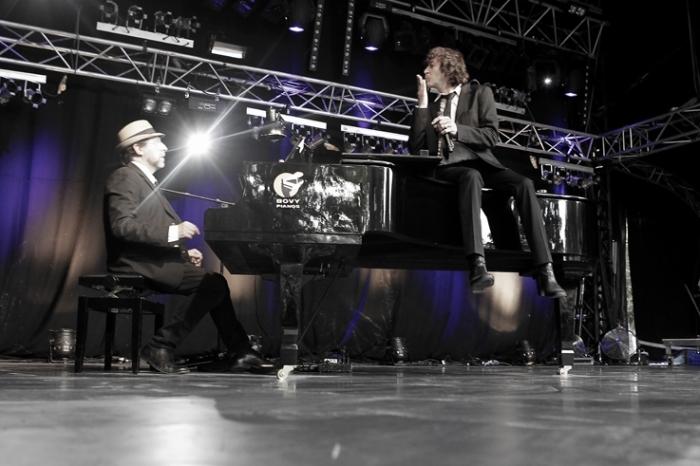 Cali - voix, Bruno Caliciuri, chanson française, steve nieve - piano, concert, francofolies de Spa, Belgique, photo dominique houcmant, goldo graphisme