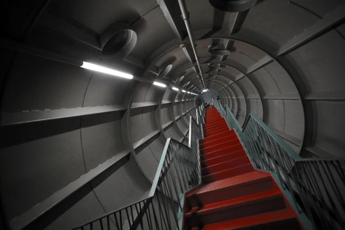 atomium, escaliers rouges, bruxelles belgique, red stairs, belgium, brussels, photo dominique houcmant, goldo graphisme