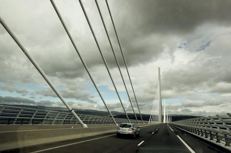 sur le viaduc de Millau crossing the Millau viaduct, bridge, pont, France, photo dominique houcmant, goldo graphisme