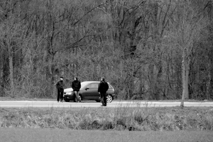 trois hommes sur la route, three men on a road, photo dominique houcmant, goldo graphisme