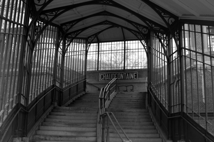 escaliers de la gare de chaudfontaine, Belgique, vue montante, railway station stairs © photo dominique houcmant