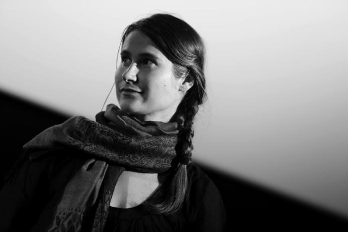 portrait, Cristina Flutur, au-delà des collines, cinema sauvenière liège, photo dominique houcmant, goldo graphisme