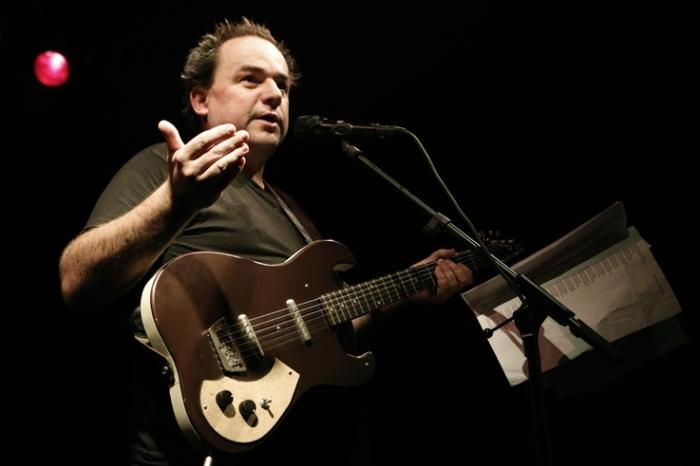 Daniel Hélin, musique, chanson, portrait guitare en couleur, concert, © photo dominique houcmant