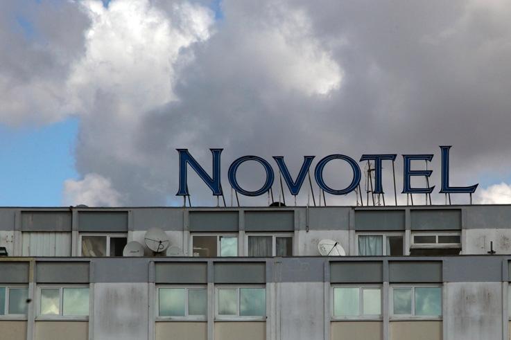 enseigne, hotel, Novotel, Bordeaux, Le Lac, France, photo dominique houcmant, goldo graphisme