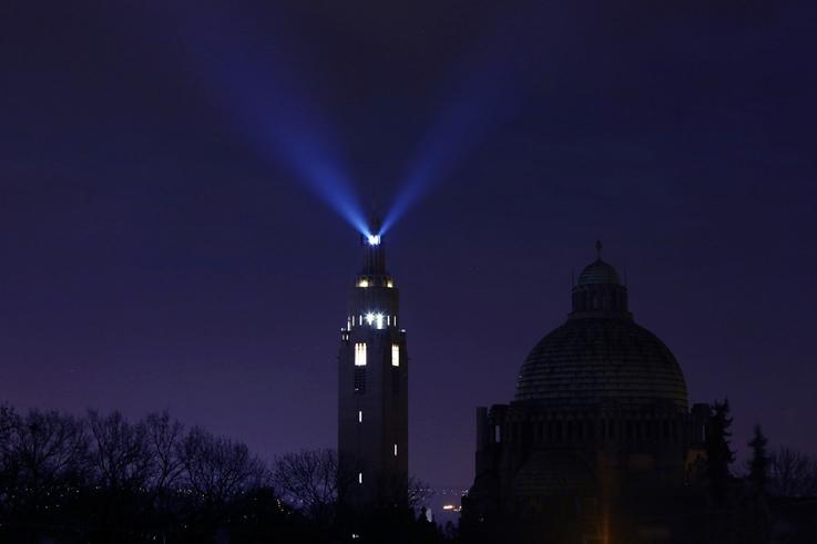 le phare de Liège depuis le boulevard Kleyer, tour du mémorial interalliés, cointe, lighthouse, beacon, photo dominique houcmant, goldo graphisme
