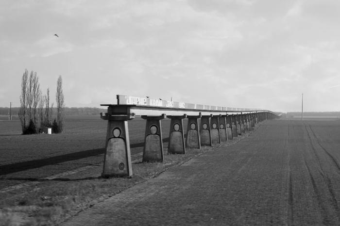 vestige de la Voie d'essai de l'aérotrain d'Orléans, France, rail, viaduc, photo dominique houcmant, goldo graphisme