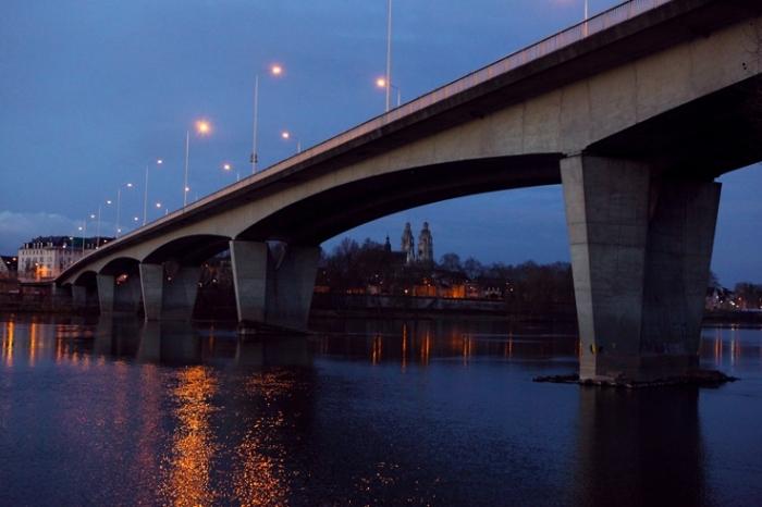 la loire, le pont mirabeau, La cathédrale Saint-Gatien, Tours, 37261, Indre-et-Loire, France, photo dominique houcmant, goldo graphisme