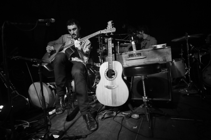 Alexis Den Doncker, Great Mountain Fire, basse, sitar, concert, live, le fiacre, Liège, © photo dominique houcmant