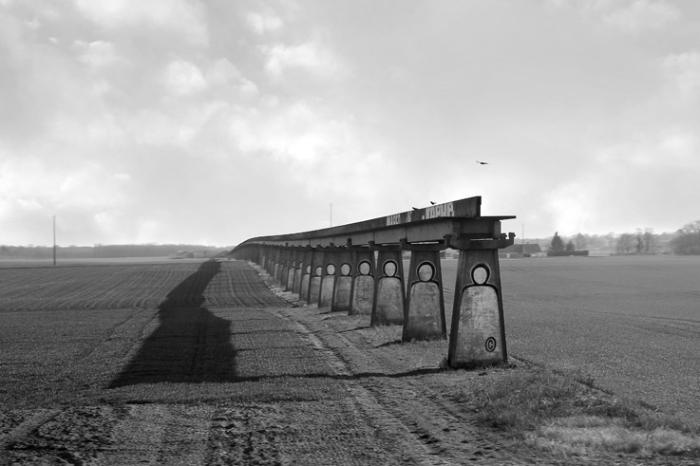 vestige de la Voie d'essai de l'aérotrain d'Orléans, France, rail, monorail, viaduc, photo dominique houcmant, goldo graphisme