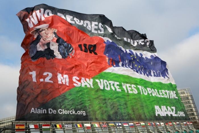 drapeau palestinien géant, alain de clerck, giant palestinian flag banner, © photo dominique houcmant