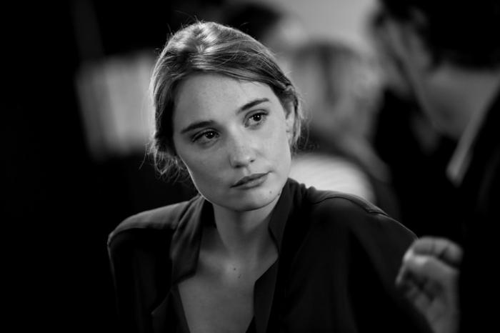 portrait de Déborah François, actrice, Populaire, cinema sauvenière liège, photo dominique houcmant, goldo graphisme