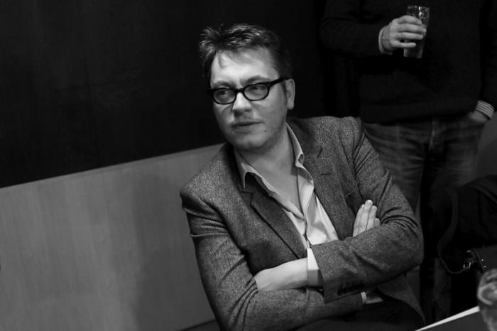 portrait de Regis Roinsard, réalisateur, Populaire, cinema sauvenière liège, photo dominique houcmant, goldo graphisme