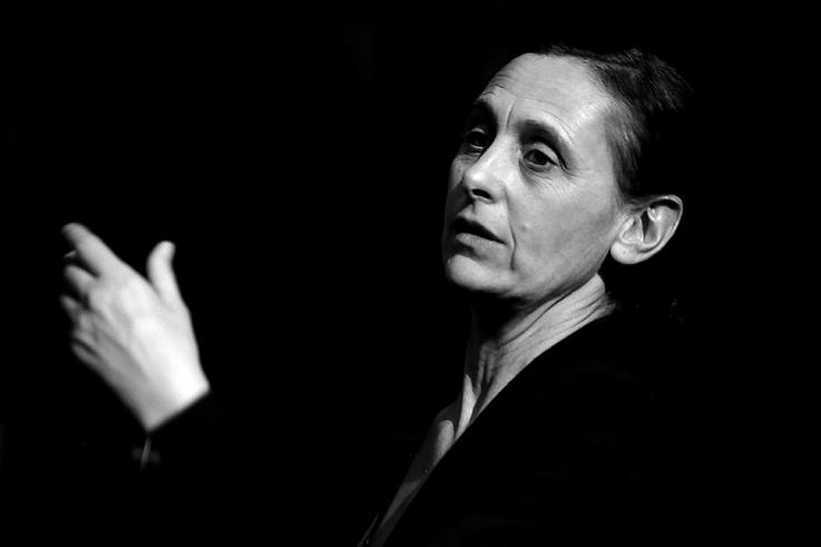 portrait 2 de Anne Teresa De Keersmaeker, chorégraphe, danse, cinema le Parc liège, photo dominique houcmant, goldo graphisme