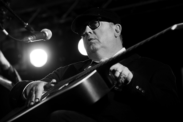 Elmore D, Daniel Droixhe, bluesman, blues, guitare, jazz, live, concert, music, Comblain Jazz Festival, 2011, portrait, foto, photo dominique houcmant, goldo graphisme