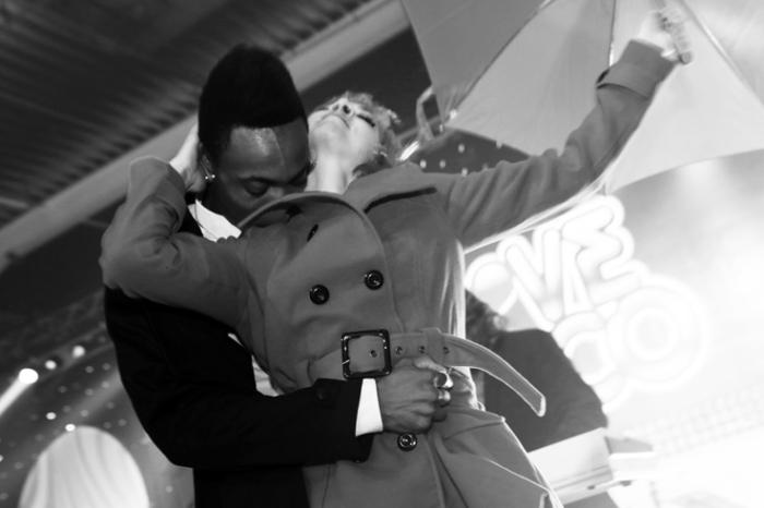 hoome noir et femme noire, fille, black boy with white girl, danseur, dancer, soirée love disco 2012, halles des foires de coronmeuse, Liège, © photo dominique houcmant