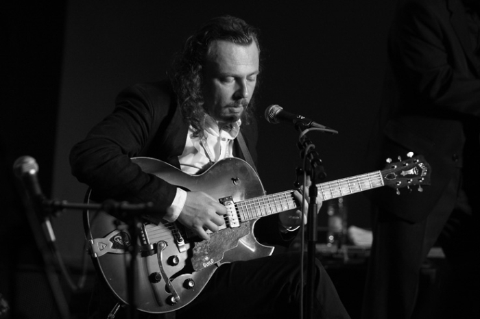 Marc Lelangue, bluesman, blues, guitare, jazz, live, concert, music, jazz à Liège, 2008, portrait, foto, photo dominique houcmant, goldo graphisme