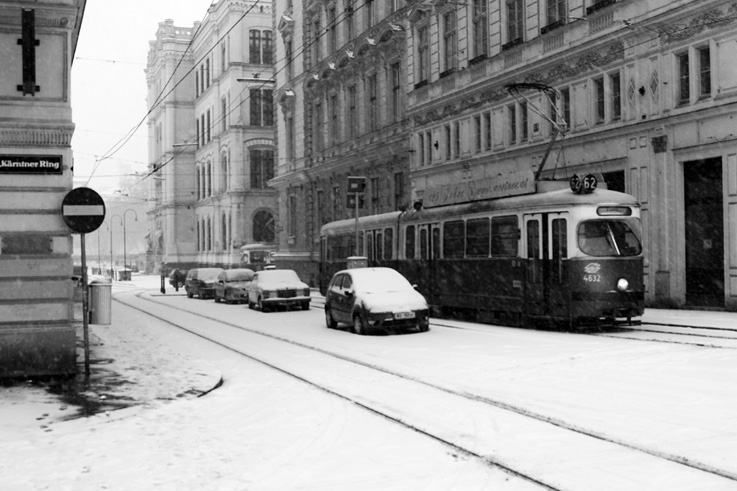 tram, tramway, Vienne, Autriche, Straßenbahn, Kärntner Ring, Wien, streetcar in Vienna, neige, snow, winter, hiver, © photo dominique houcmant