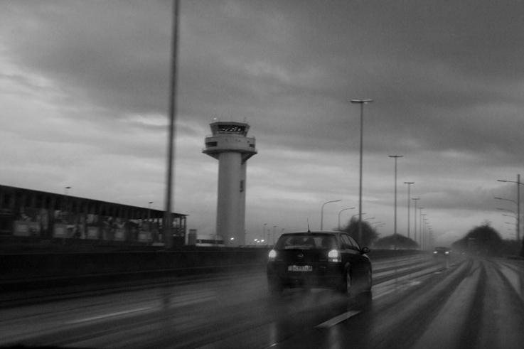 tour de contrôle, aéroport de Liège, Bierset, Liège airport, autoroute e 42, photo dominique houcmant, goldo graphisme