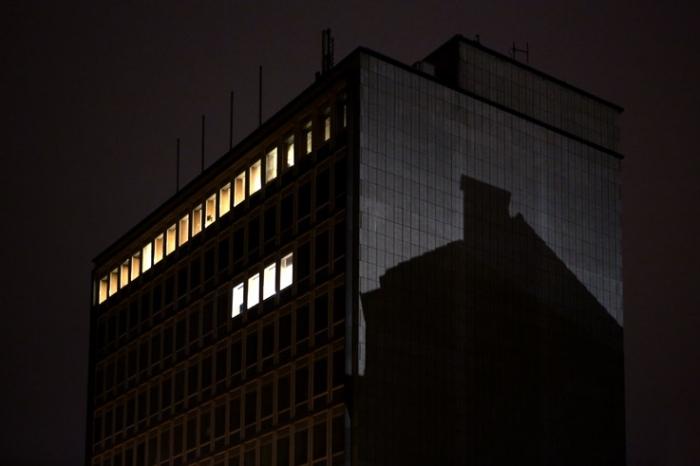 ombre du pignon d'une maison sur le mur d'un building, shadow, house gable, building wall, photo dominique houcmant, goldo graphisme