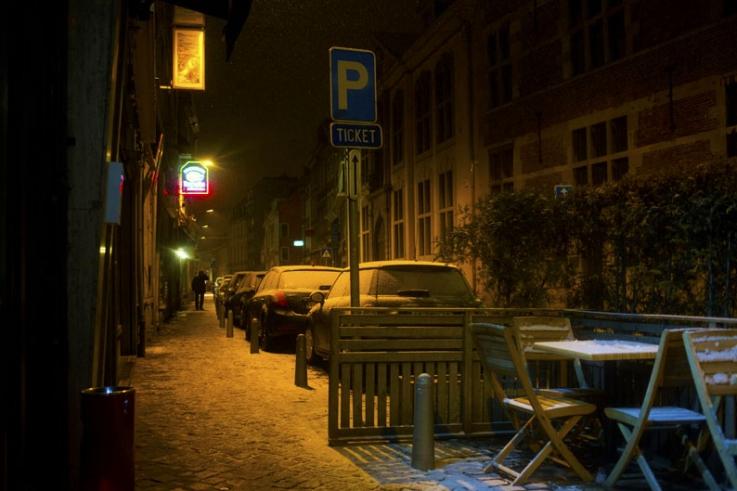 rue féronstrée, Liège, neige, nuit, hiver, photo dominique houcmant, goldo graphisme