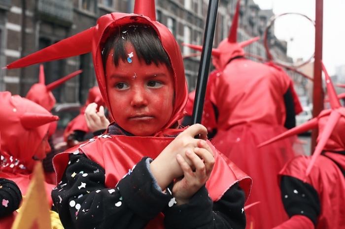 photo carnaval des patates 2013, quartier Nord, Saint-Léonard, Liège, carnaval du nord, enfant déguisé en diable, photo dominique houcmant, goldo graphisme
