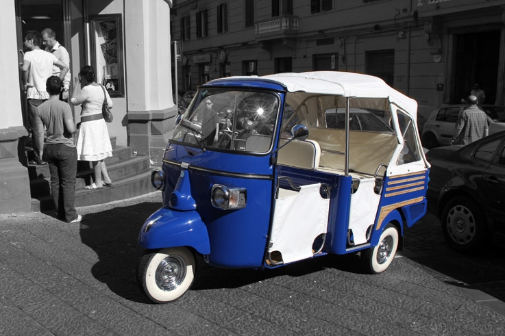 Piaggio APE Calessino, scooter, bus, Napoli, italia, Naples, Italie, triporteur, photo dominique houcmant, goldo graphisme