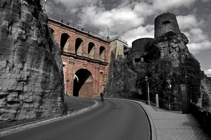 le pont du château, vieille ville de Luxembourg, pont en briques roses, Schlassbréck, bridge, © photo dominique houcmant