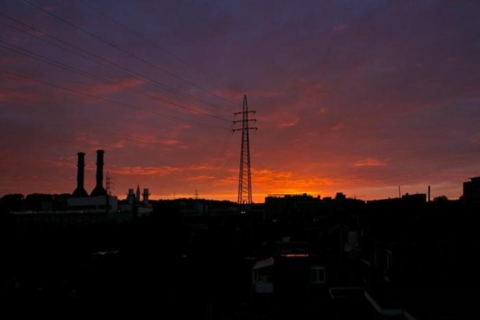 ciel rougeoyant, rose orange sur la ville de Liège, Reddening sky, pink, crépuscule, sunset, © photo dominique houcmant