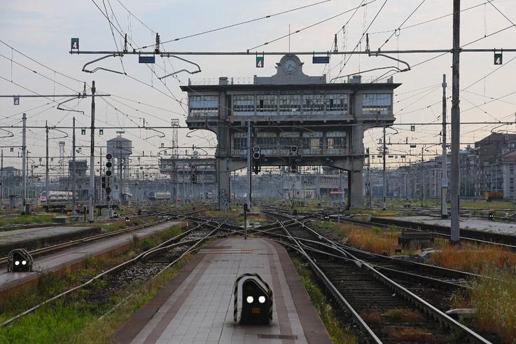Torre di controllo della Stazione Centrale di Milano, gare de Milan, tour de contrôle, control tower, railway station, Italia, Italie, Italy, © photo dominique houcmant