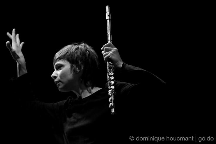 Mélanie De Biasio, singer, chanteuse, jazz, live, concert, music, festival jazz à Liège 2013, portrait, foto, photo dominique houcmant, goldo graphisme