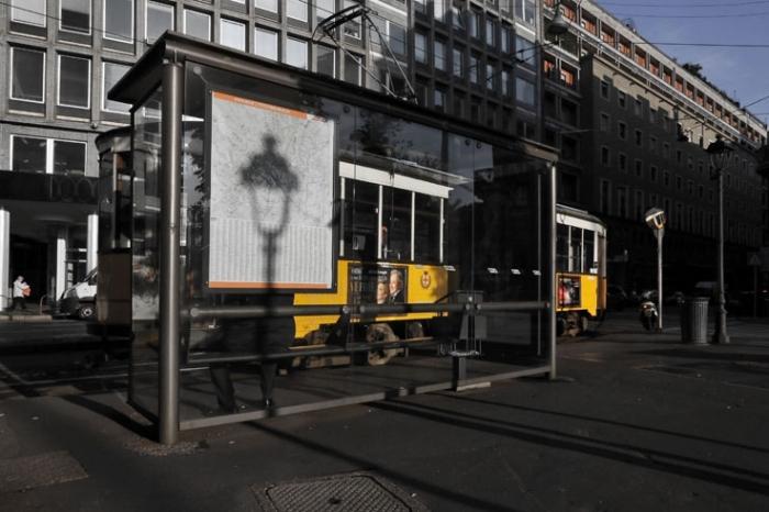 reverbère, abribus, bus stop, piazza cavour, via filippo turati, milan, milano, Italia, Italie, Italy, © photo dominique houcmant