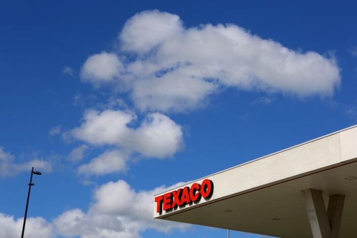 autoroute E40, Liège-Bruxelles, station service Texaco, enseigne, ciel, sly, couds, nuages, photo dominique houcmant, goldo graphisme