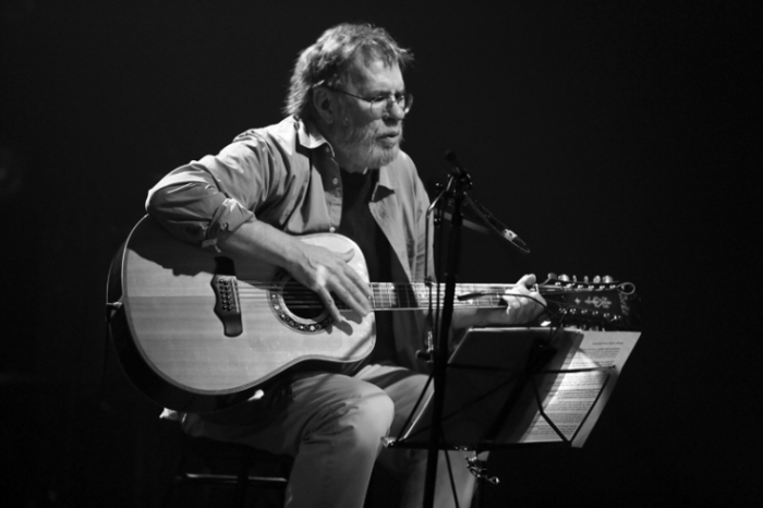 Tucker Zimmerman, singer, songwriter, poet, folk, live, concert, music, centre culturel des chiroux, photo dominique houcmant, goldo graphisme