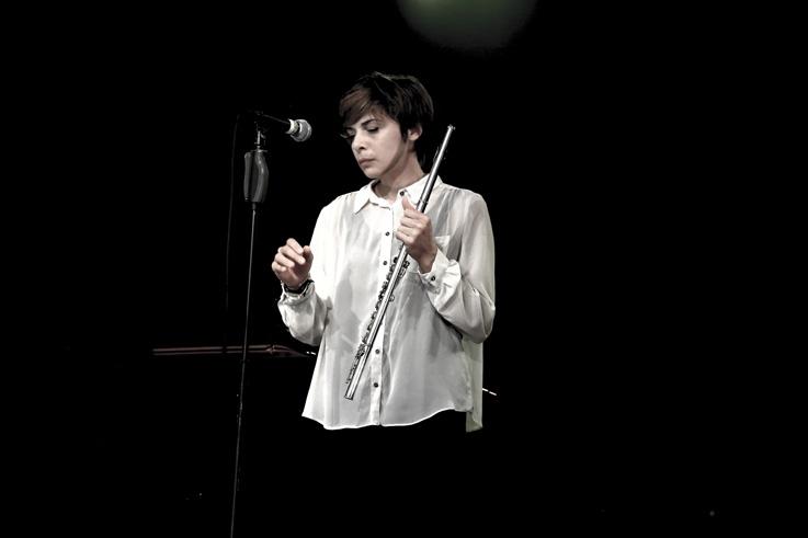Mélanie De Biasio, singer, chanteuse, jazz, live, concert, music, francos, francofolies de Spa, portrait, foto, photo dominique houcmant, goldo graphisme