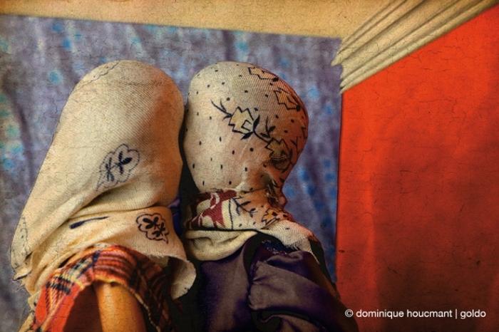les Barbies au musée exposition de Dominique Houcmant | Goldo, art, barbie, mattel, rené magritte, les amants, photographie, poupée, doll, © photo dominique houcmant