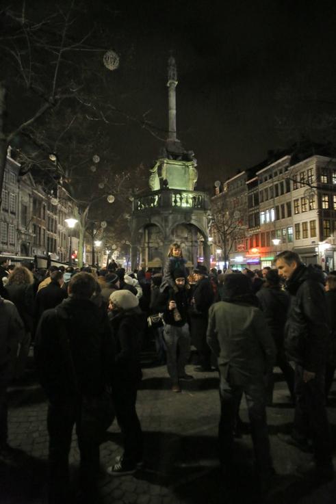 Nous sommes tous Charlie, rassemblement de soutien au journal Charlie Hebdo, et d'hommage aux victime, Place du Marché sous le Perron à Liège, le mercredi 7 janvier 2014 © photo dominique houcmant